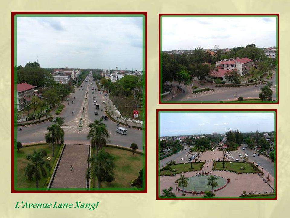147 marches permettent datteindre une terrasse doù lon jouit dune bonne vue sur lensemble de la ville.