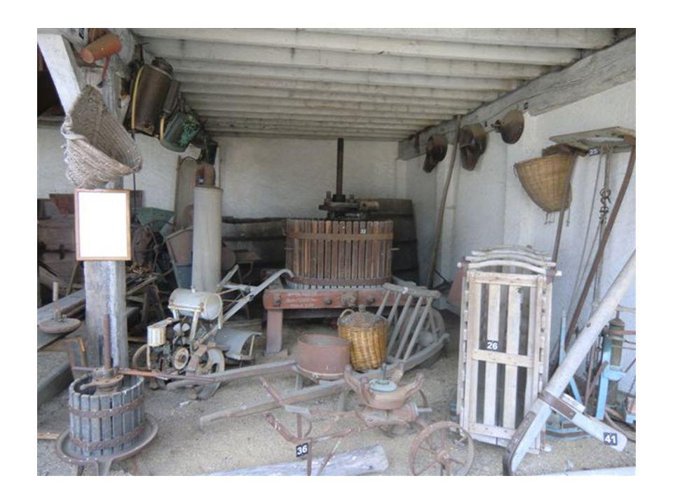 Fin de la visite du musée du braconnage, on poursuit par le musée de lartisanat rural ancien de Ligy,où encore des passionnés nous ont guidé parmi ces métiers oubliés.