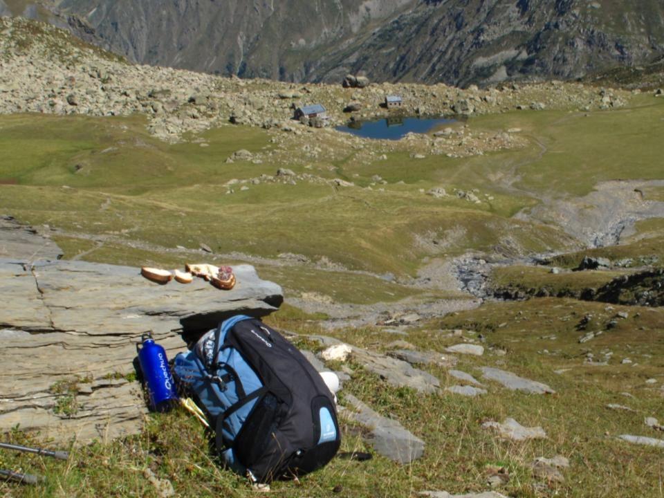 Oisans GR54: Panorama Nord vers le Lac et le refuge de Vallonpierre (2280m)