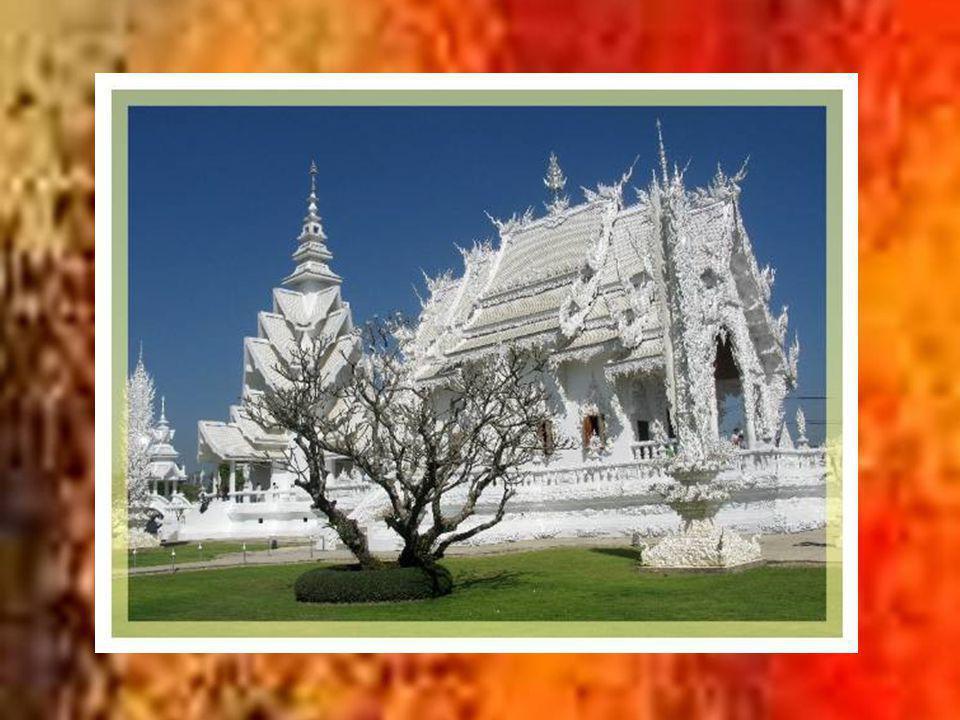 A 180 km de Chiang Maï, Chiang Raï, située à lextrême nord- ouest de la Thaïlande, fut fondée par le roi Meng Rai un peu avant Chiang Maï qui lui ravit ses avantages.