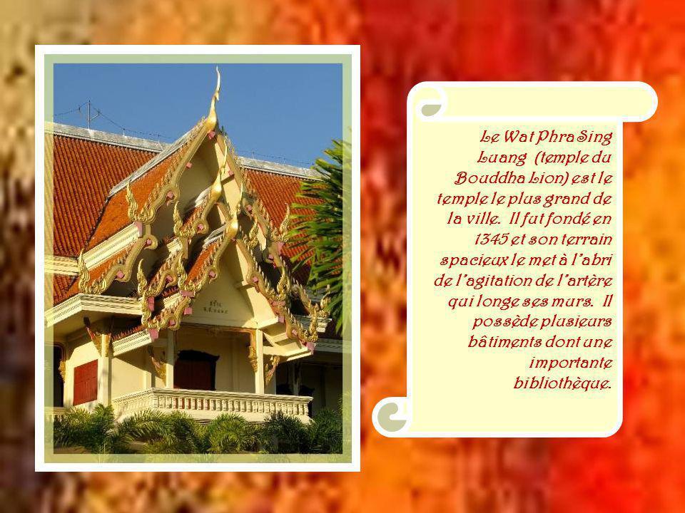 Cest à la fin du XIIIe siècle que le roi Meng Raï, qui était à la tête dun royaume thaï dans la région de Chiang Raï, fit construire une nouvelle capitale à Chiang Maï.