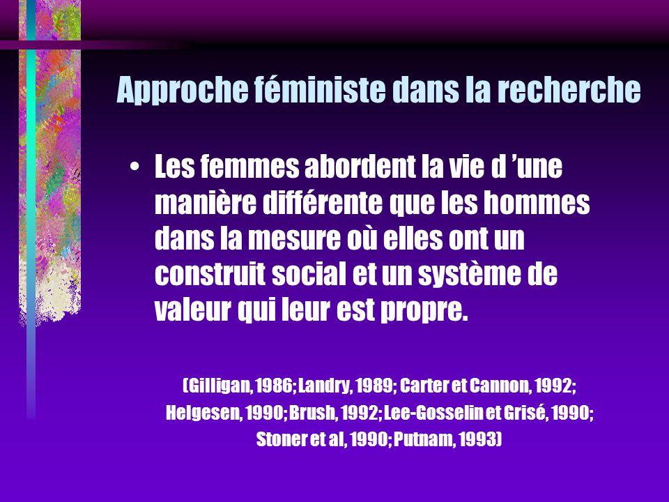 Approche féministe dans la recherche Les femmes abordent la vie d une manière différente que les hommes dans la mesure où elles ont un construit socia