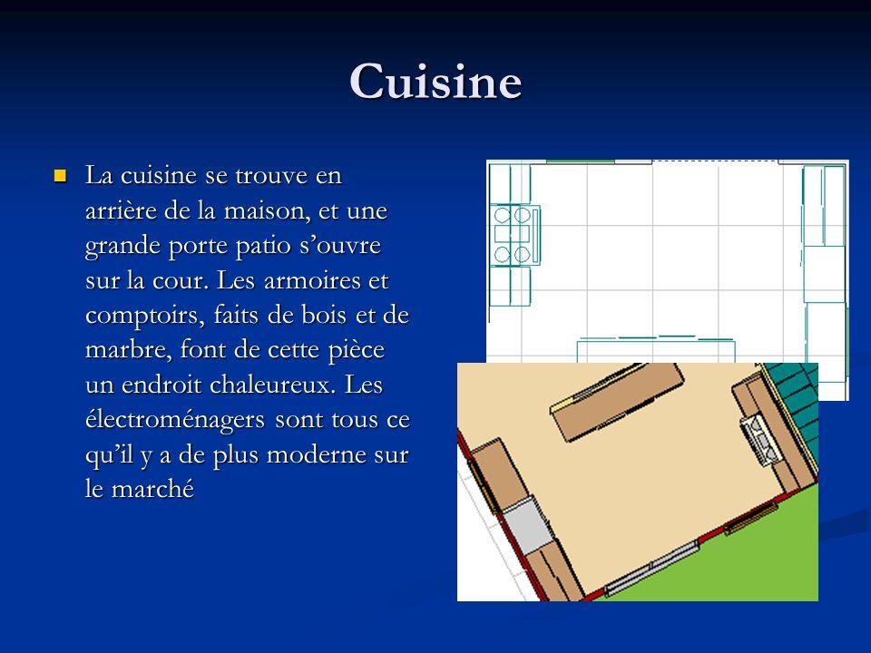 Cuisine La cuisine se trouve en arrière de la maison, et une grande porte patio souvre sur la cour. Les armoires et comptoirs, faits de bois et de mar
