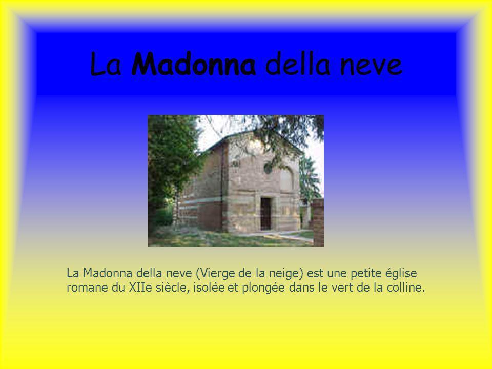 La Madonna della neve La Madonna della neve (Vierge de la neige) est une petite église romane du XIIe siècle, isolée et plongée dans le vert de la col