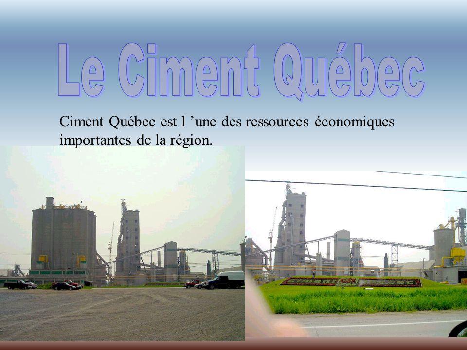 Ciment Québec est l une des ressources économiques importantes de la région.