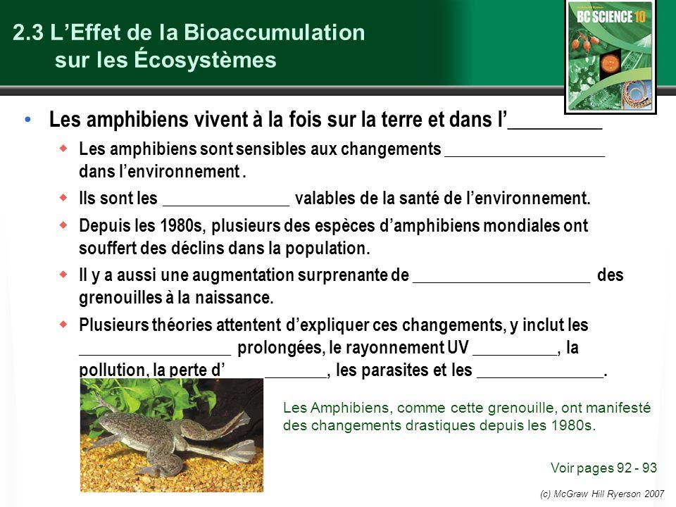(c) McGraw Hill Ryerson 2007 2.3 LEffet de la Bioaccumulation sur les Écosystèmes Les amphibiens vivent à la fois sur la terre et dans l_________ Les