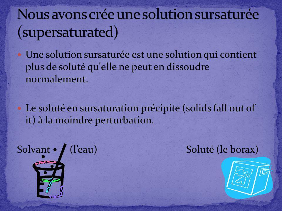 Une solution sursaturée est une solution qui contient plus de soluté qu'elle ne peut en dissoudre normalement. Le soluté en sursaturation précipite (s