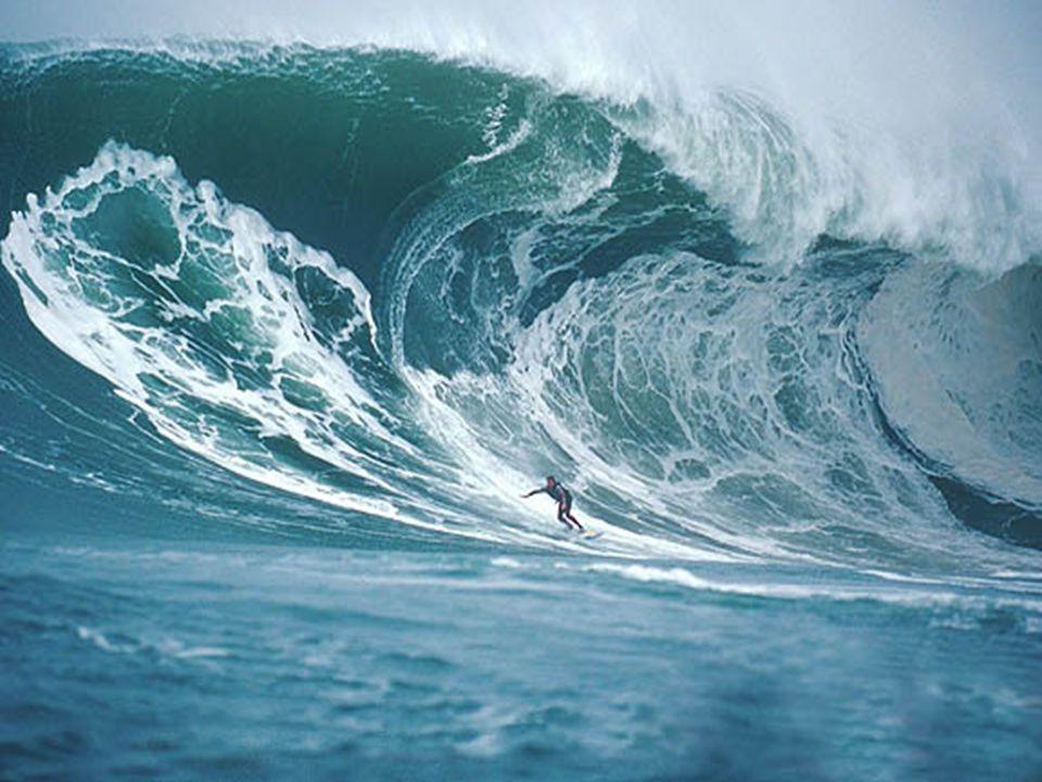 La houle Mouvement constant de leau près du rivage en absence du vent Causée par des vents éloignés