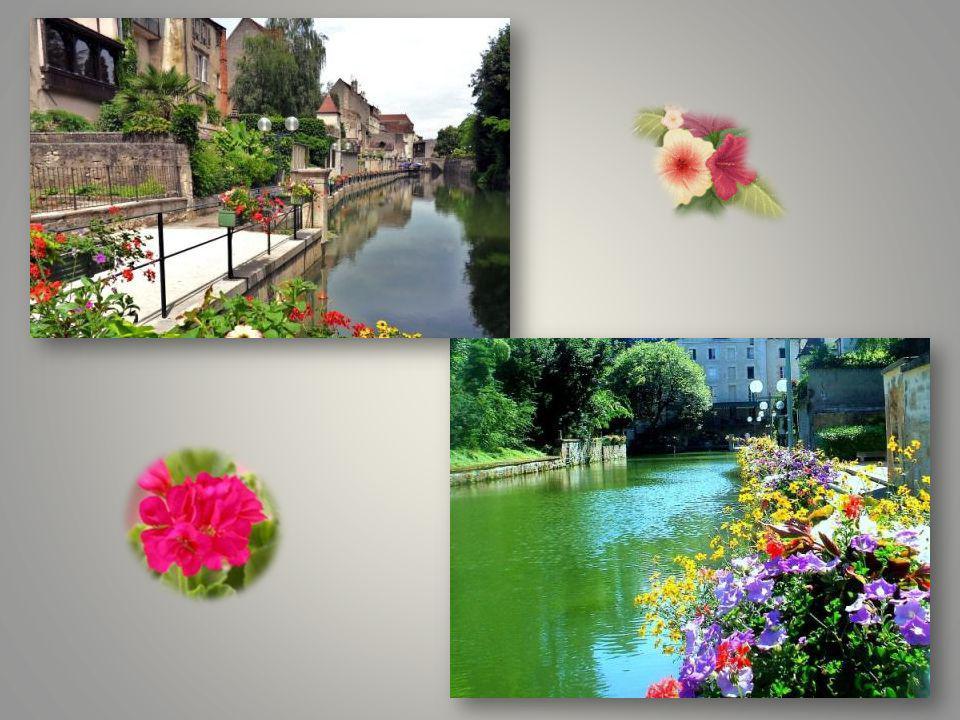 Dole et ses canaux très joliment fleuris, le canal des tanneurs est très ancien, il y avait des tanneries datant du moyen âge. Voici quelques photos d