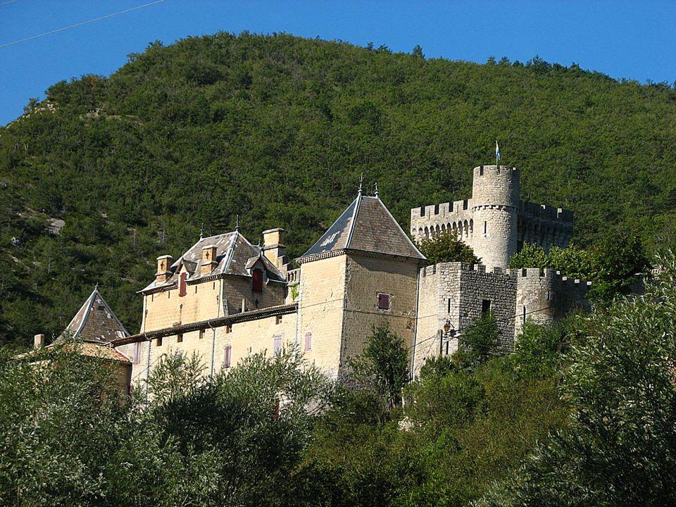 Propriété de la famille Suarez d'Aulan, château du XIIIe, remanié au XIXe siècle.