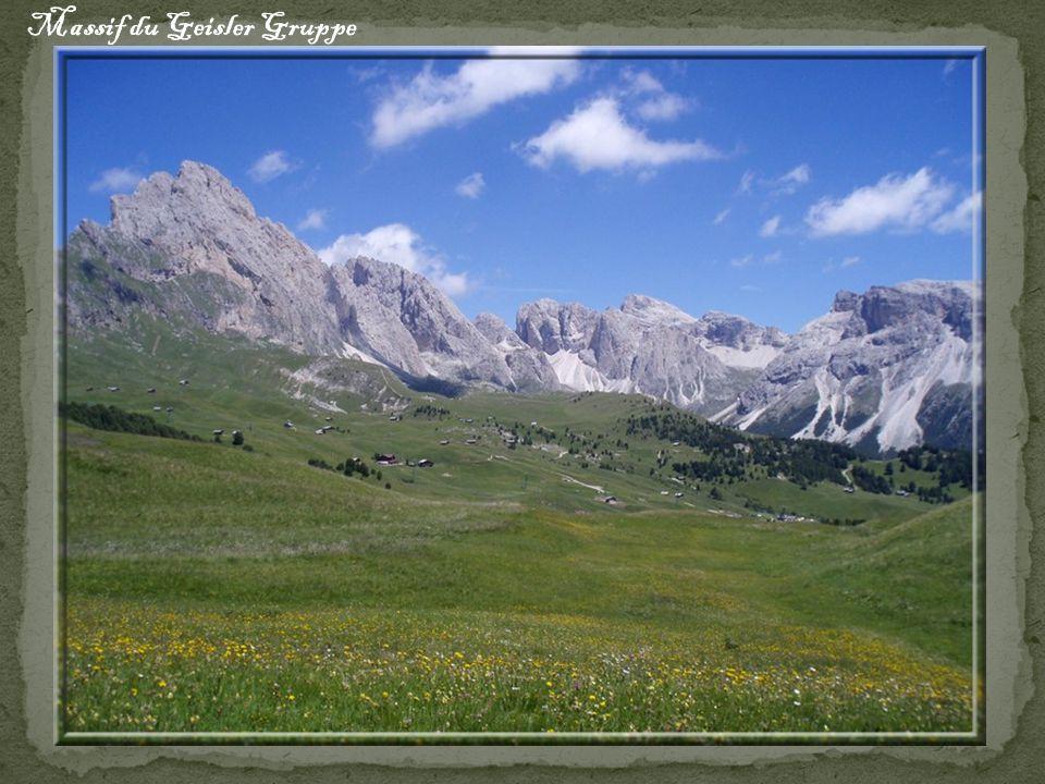 et maintenant, il faut attaquer la descente...un dénivelé de 1000m jusqu au fond de la vallée !