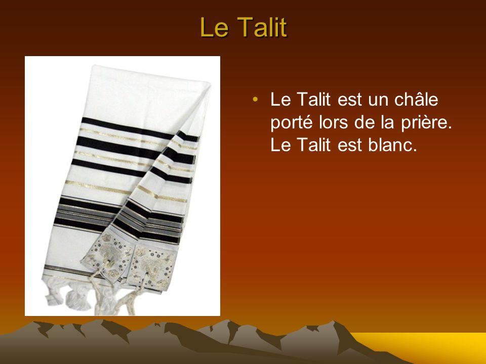 La kippa La kippa est un chapeau juif qui est porté lors des fêtes en signe de respect pour Dieu. La kippa montrée à la diapositive était faite à la m