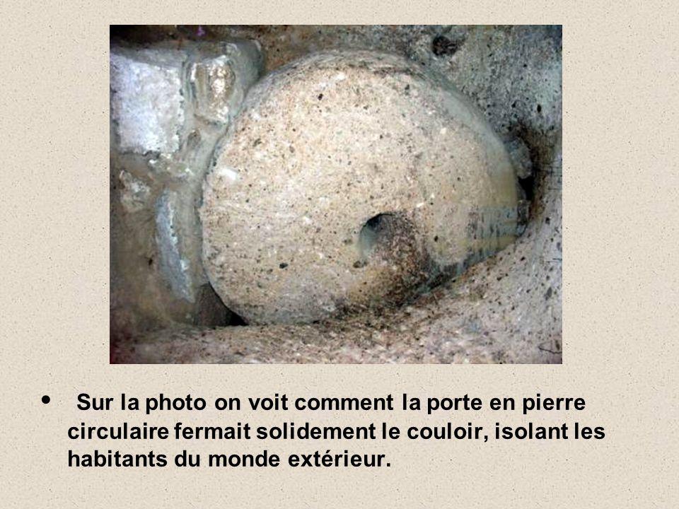 L'intérieur est étonnant : les passages souterrains de Derinkuyu (dans lequel il y de la place pour au moins 10.000 personnes) pouvaient être bloqués
