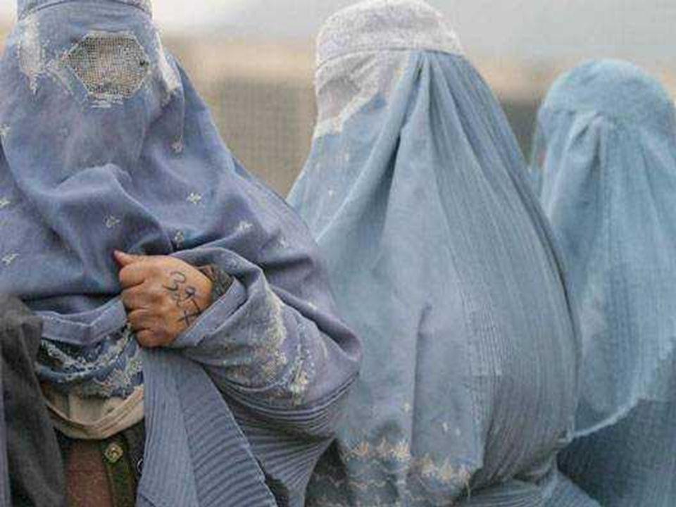 Lun des objectifs du voile épais, cest déviter que le visage et les yeux soient visibles La « burka » exerce une forte pression sur la tête (elle pèse environ 7 kg), augmentant la fatigue de la marche.
