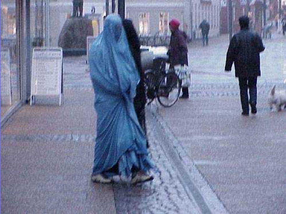 La burka actuelle nest pas un vêtement, cest une prison de toile qui soumet les femmes à la difficulté de ne rien voir avec clarté de ce qui ne se trouve pas à un mètre de distance, en face de leurs yeux.