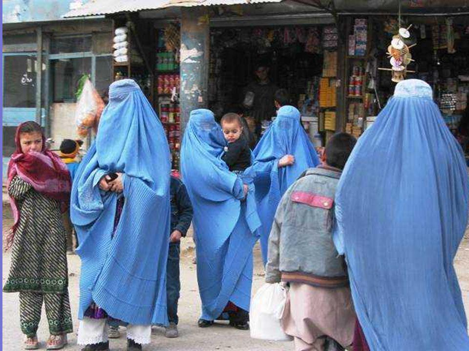 Lorsque les forces talibanes ont conquis Kabul le 27.9.1996, ils ont supprimé la femme afghane de la viecivile,lexpulsant aussi de lenseignement et la confinant au foyer.