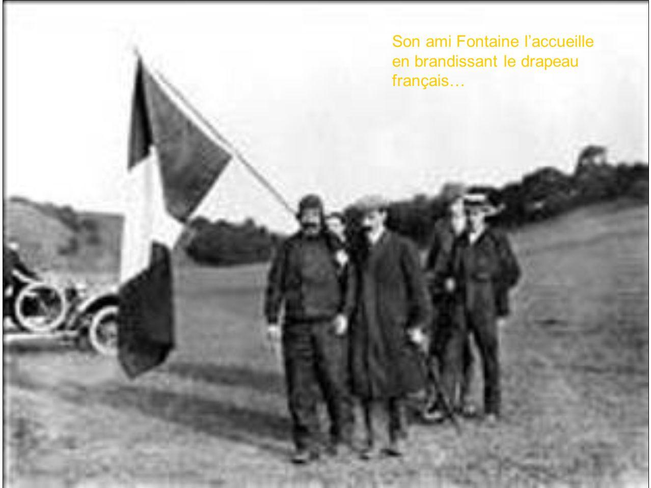 Son ami Fontaine laccueille en brandissant le drapeau français…