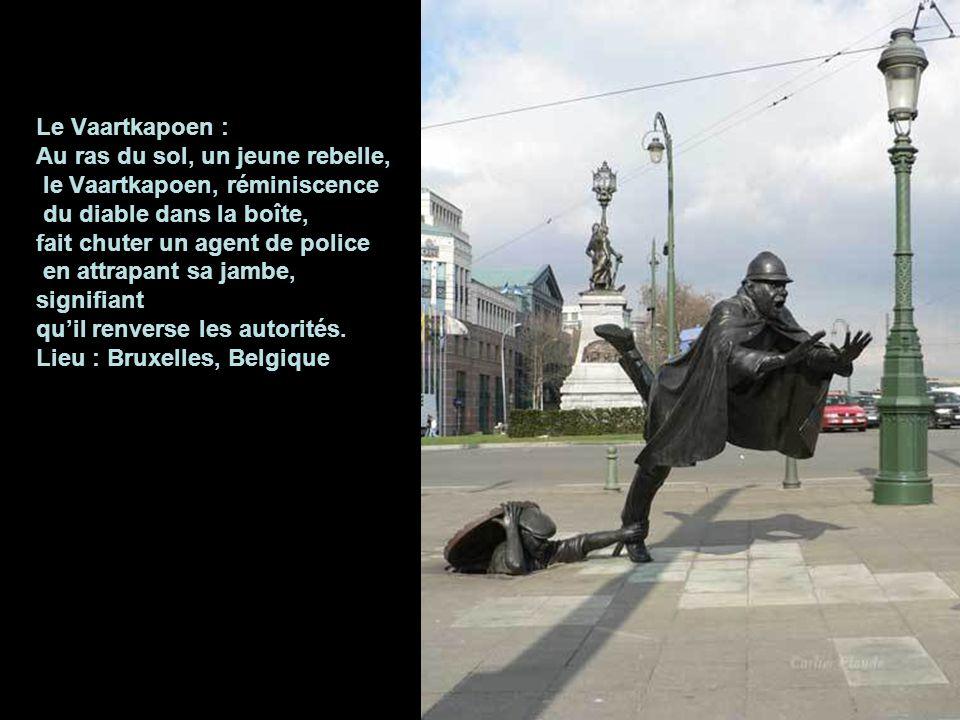 Un homme au travail: Lieu : Bratislava Cette statue de bronze est placée dans la zone piétonne de Bratislava. Frotter son nez porte chance ! Je suis s
