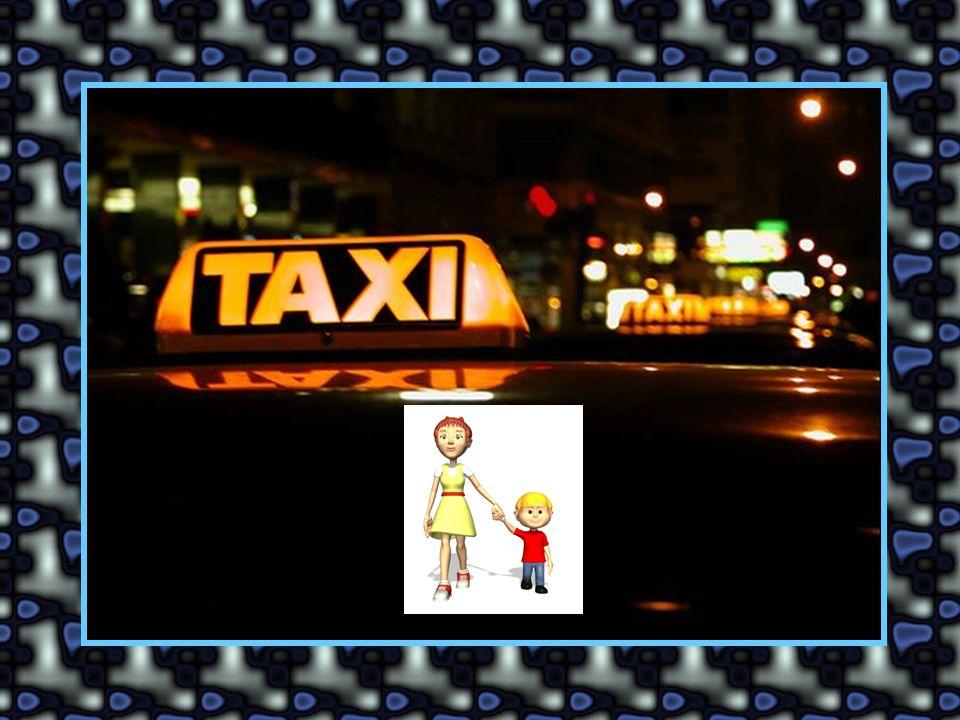 C'est une mère et son enfant dans un taxi. Le taxi passe dans la rue où paradent les prostituées.