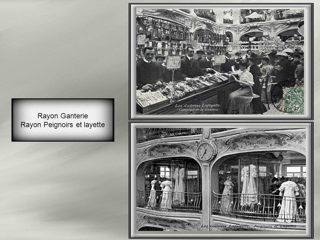 Pour la première fois au monde, des ascenseurs sont installés (22 ascenseurs avec vitres) dans un grand magasin(timbre 1909). A ce jour, ne subsistent