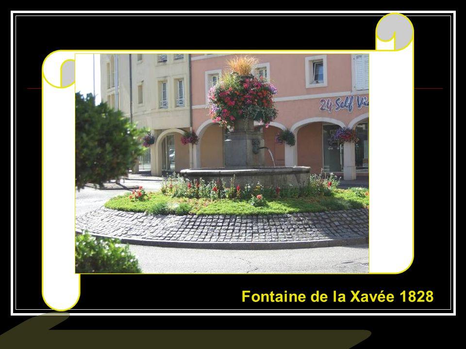 Place Mesdames : La fontaine date de 1828..…….