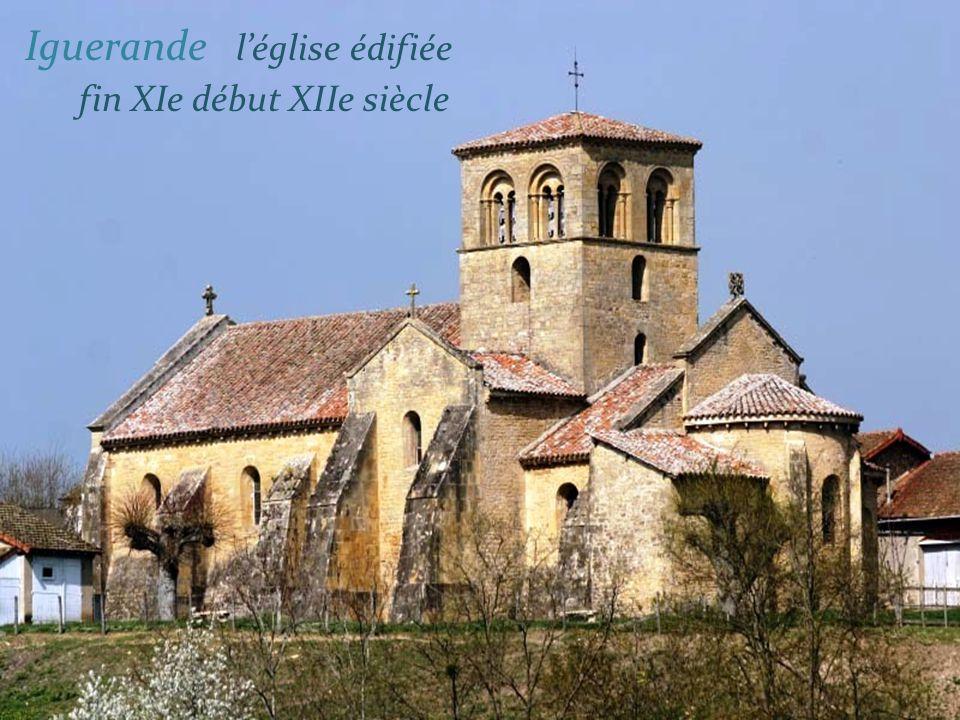 Église édifiée vers 1130 - Marcigny - intérieur de léglise - Agrandie vers 1378, les Nefs édifiées vers 1820 -