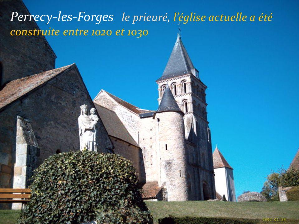 Semur-en-Brionnais Le château du XIe siècle....... ….. Léglise du XIIe siècle