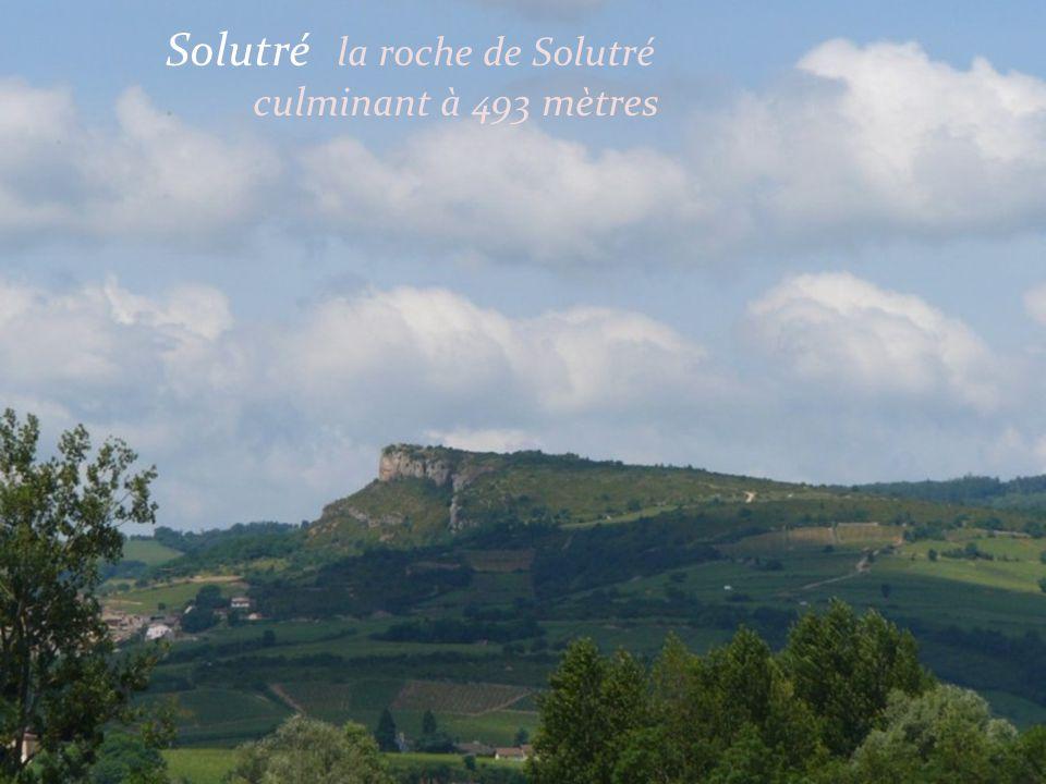 Solutré le village vu depuis la roche de Solutré
