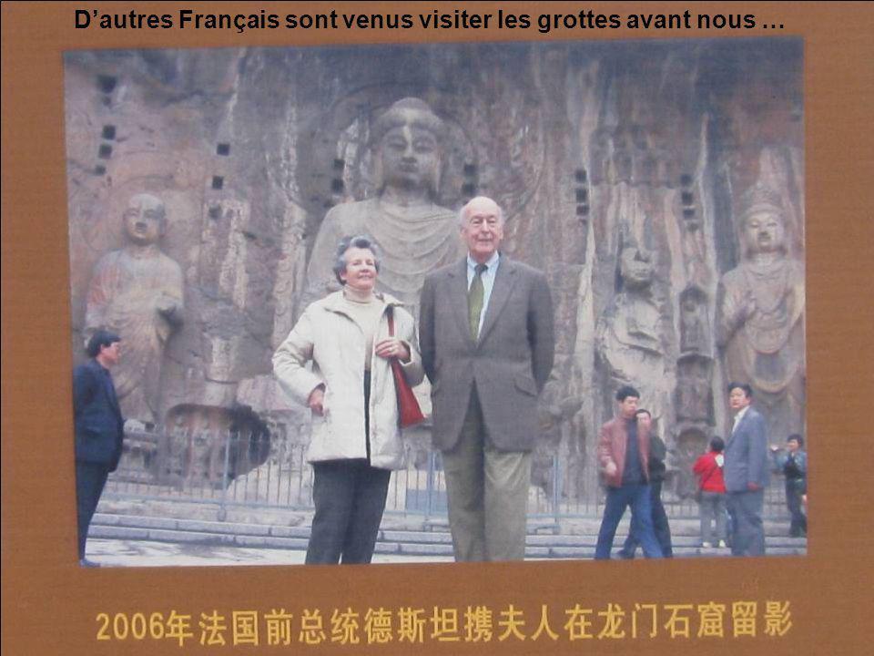 avec la statue géante (17,40m) de Bouddha Vairocana