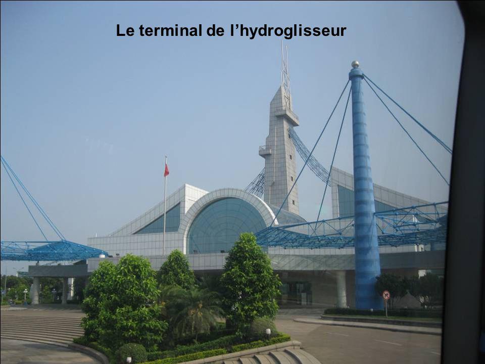 Et en route pour le terminal de lhydroglisseur qui nous emmènera à Hong Kong …
