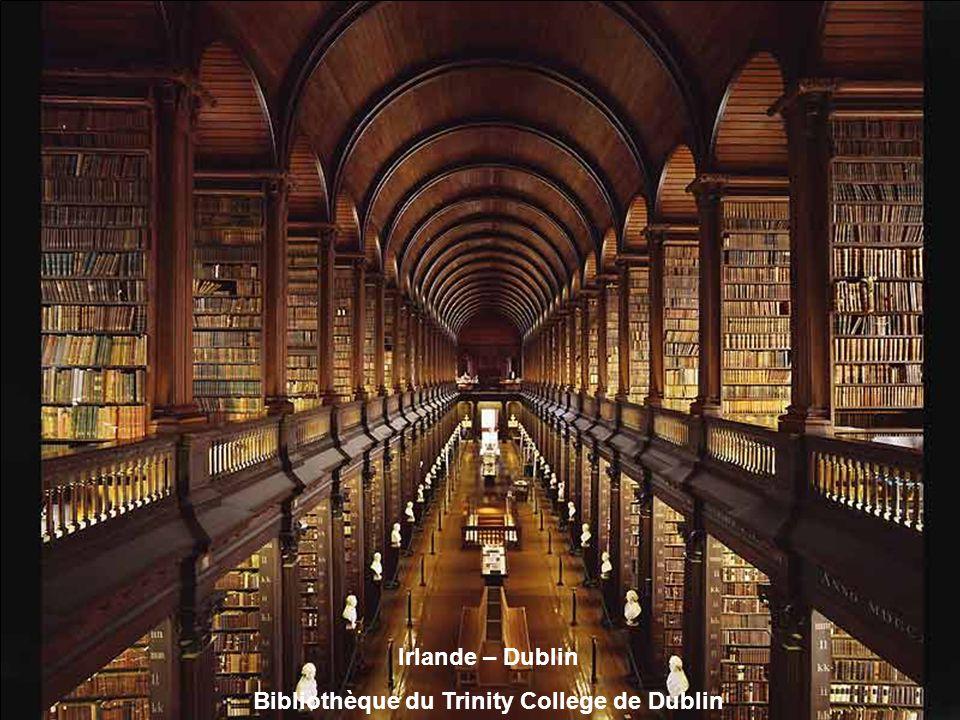 Tchequie - Prague Bibliothèque nationale tchèque