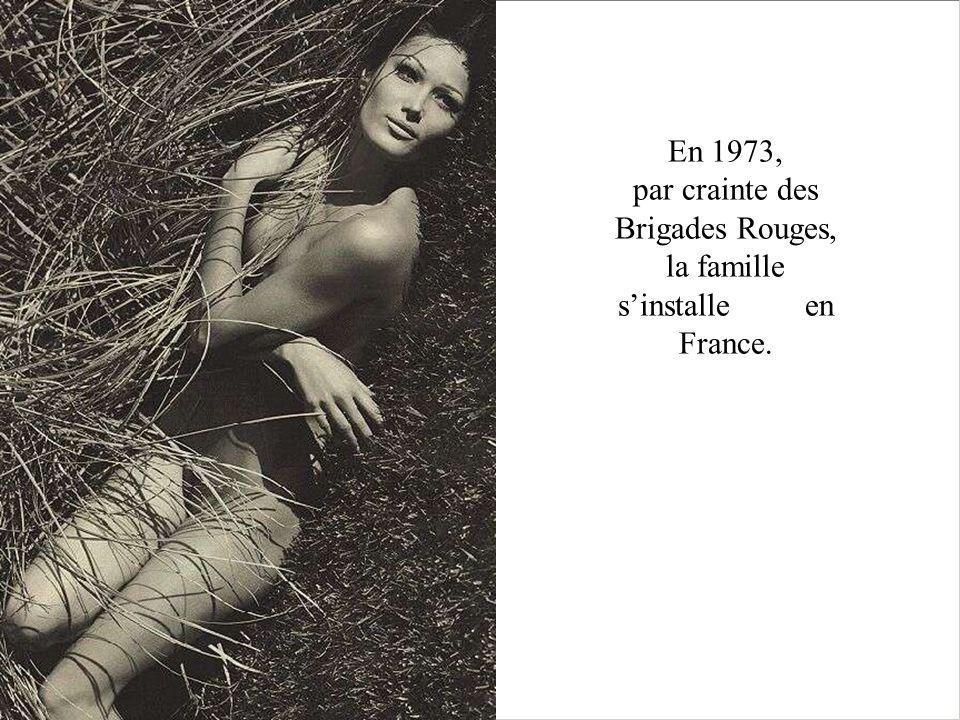 En 1973, par crainte des Brigades Rouges, la famille sinstalle en France.
