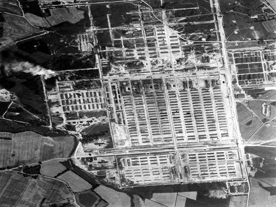 Camps de concentrations Les premiers camps de concentration sont ouverts en 1933, ils sont destinés aux opposants et aux résistants. Ladministration d