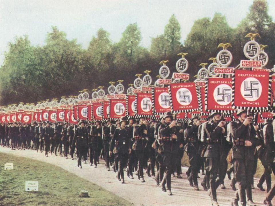 En septembre 1939 –l–lEurope plonge dans la guerre. A la stupéfaction générale Hitler vole de victoire en victoire. Avec lentrée en guerre de lU.R.S.S