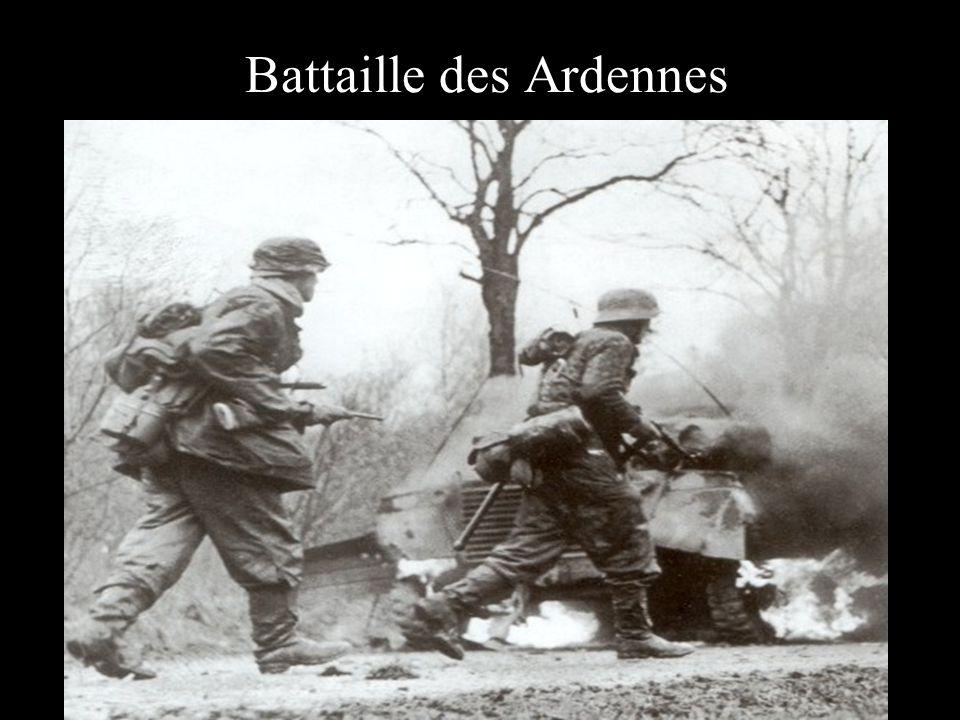 6 JUIN 1944 Lopération Overlord permet le 6 juin 1944 le débarquement de Normandie (100.000 hommes commandés par Eisenhower).