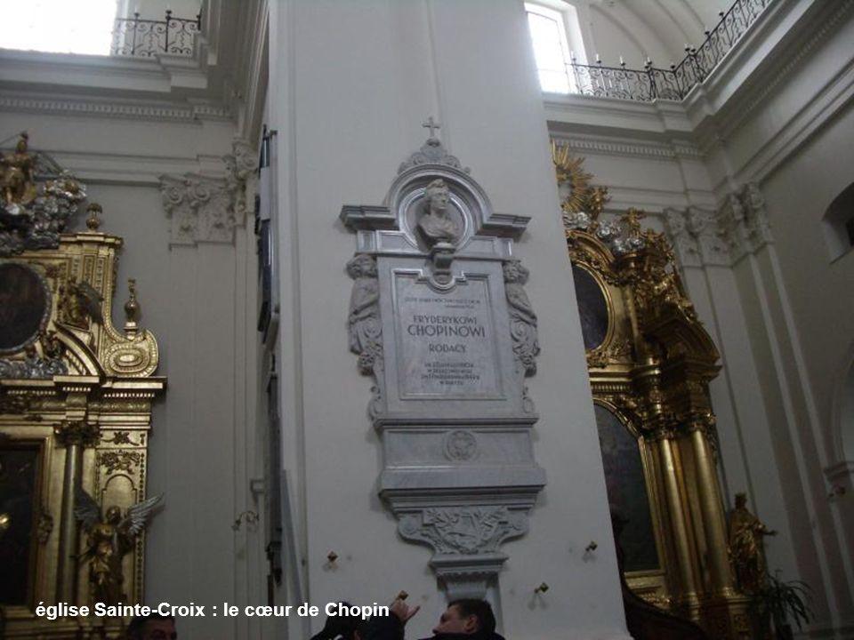 léglise Sainte-Croix et le Palais Czapski-Krasinski