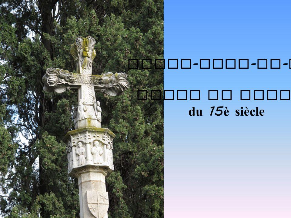 Notre - Dame - de - Vie Croix de pierre du 15 è siècle