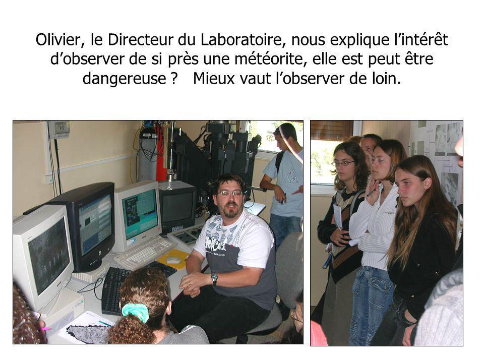 Olivier, le Directeur du Laboratoire, nous explique lintérêt dobserver de si près une météorite, elle est peut être dangereuse .