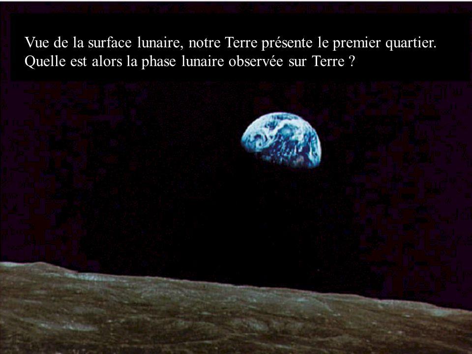 Vue de la surface lunaire, notre Terre présente le premier quartier. Quelle est alors la phase lunaire observée sur Terre ?