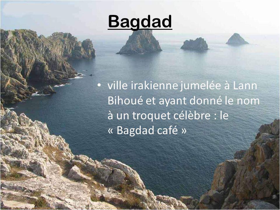 Bagdad ville irakienne jumelée à Lann Bihoué et ayant donné le nom à un troquet célèbre : le « Bagdad café »