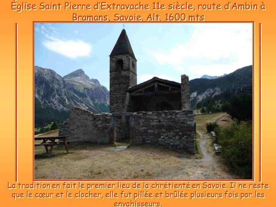 Église Saint Pierre dExtravache 11e siècle, route dAmbin à Bramans, Savoie.