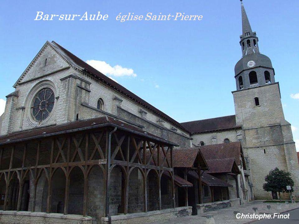 Bar-sur-Aube moulin des Marcasselles et les deux. clochers de léglise Saint-Maclou