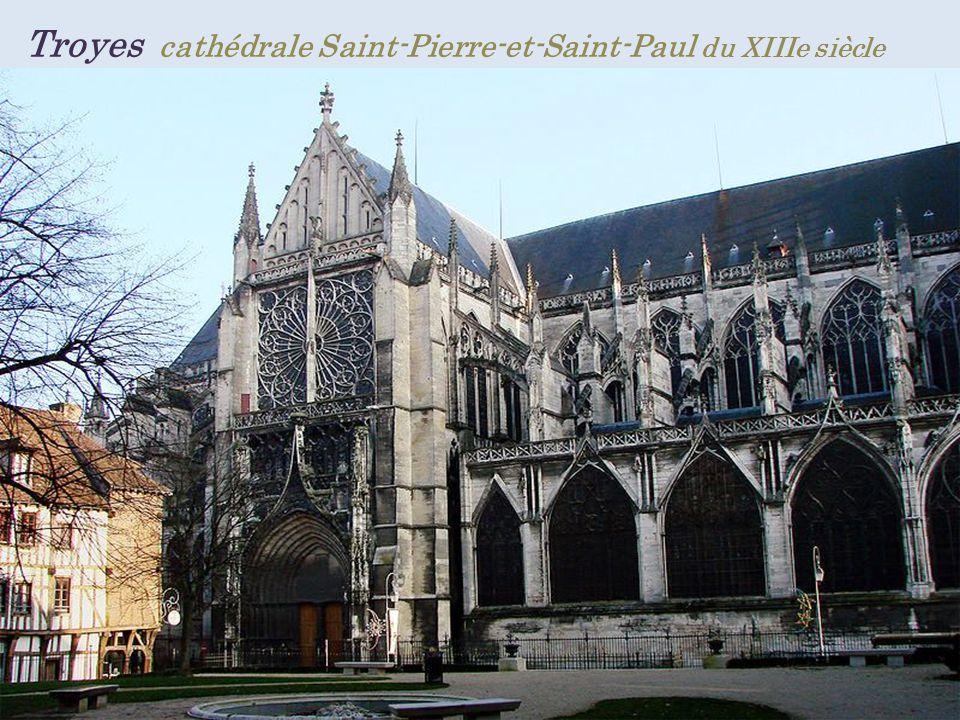 Marthaux église Saint-Quentin. à pans de bois du XVIIIe siècle
