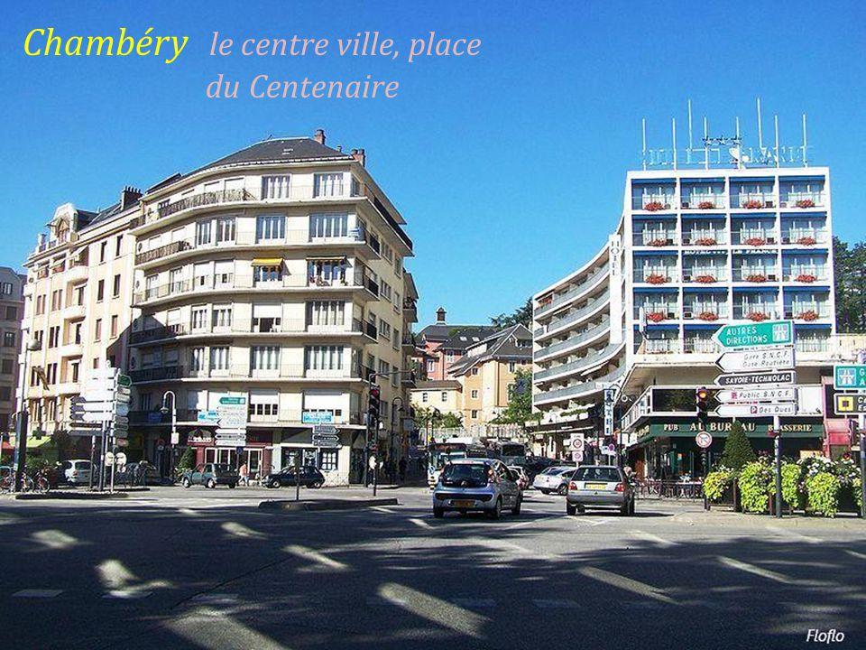 Chambéry panorama sur la ville. et le lac du Bourget
