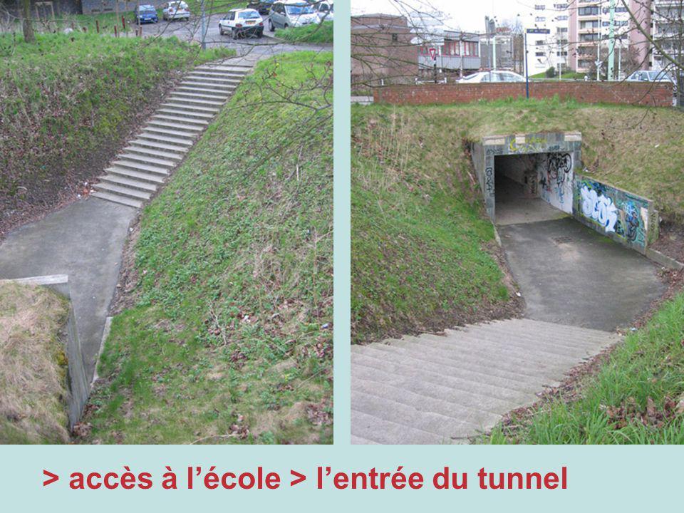 > accès à lécole > lentrée du tunnel