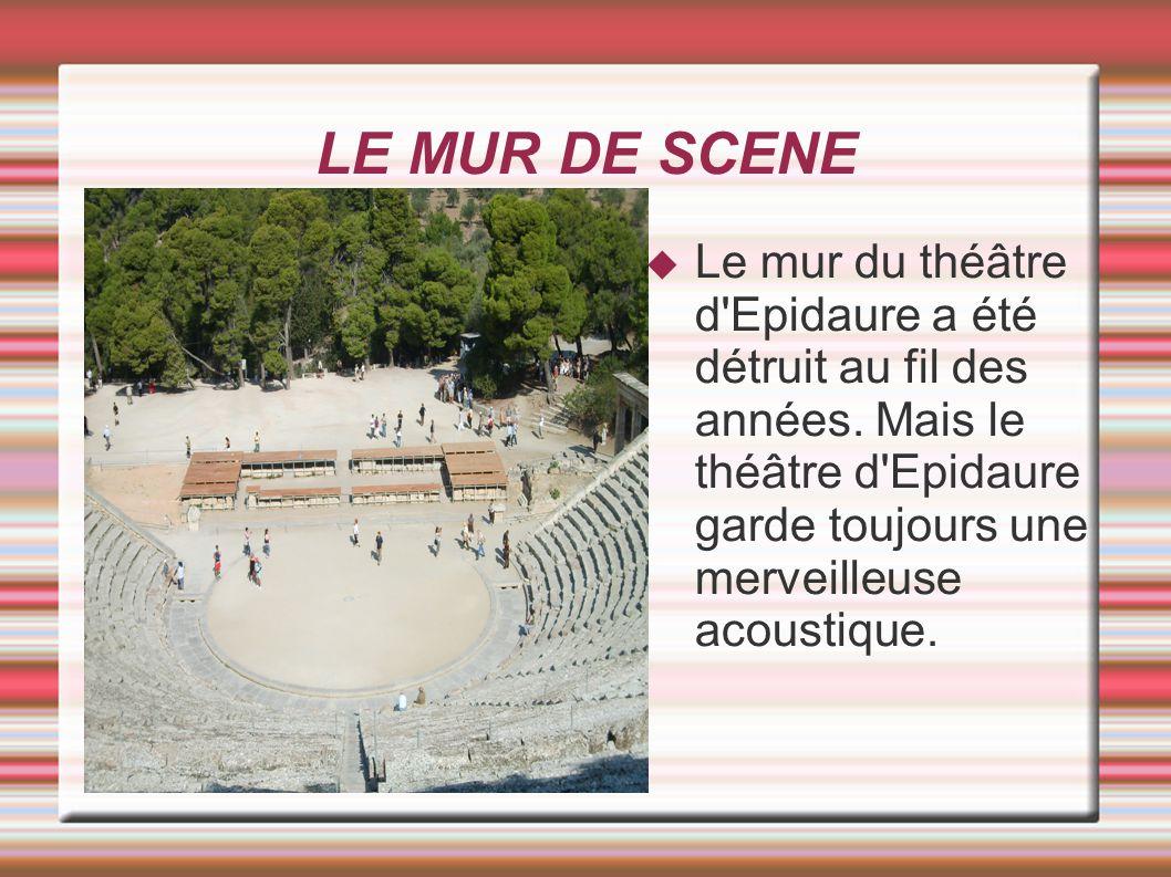 LE MUR DE SCENE Le mur du théâtre d'Epidaure a été détruit au fil des années. Mais le théâtre d'Epidaure garde toujours une merveilleuse acoustique.