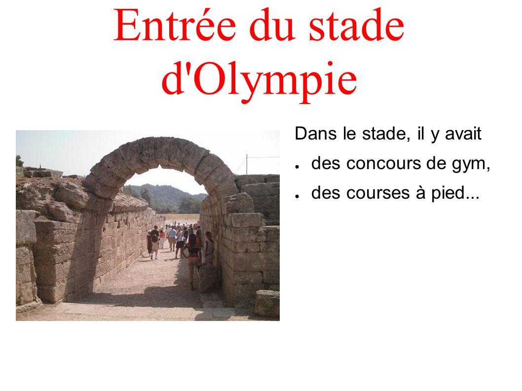 Entrée du stade d'Olympie Dans le stade, il y avait des concours de gym, des courses à pied...