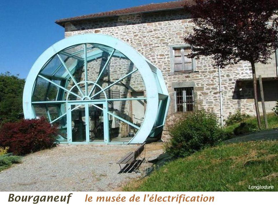 La tour de lescalier Bourganeuf Rue principale