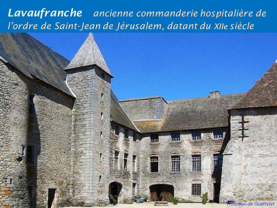 Boussac le château du XVe siècle, remanié aux XVIe et XVIIe siècles, dominant la vallée de la Petite Creuse