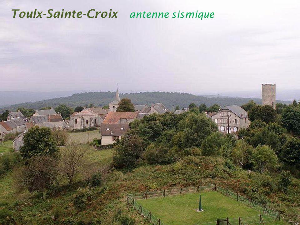 Toulx-Sainte-Croix les pierres jaumâtres sont des. bizarreries granitiques